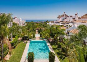 columbus-hills-sierra-blanca-marbella-costa-del-sol-luxe-appartementen-te-koop-bovenzicht-1170x721