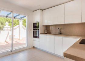 columbus-hills-sierra-blanca-marbella-costa-del-sol-luxe-appartementen-te-koop-keuken