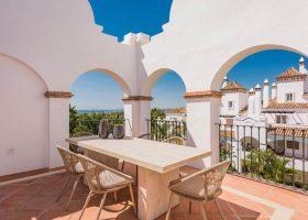 columbus-hills-sierra-blanca-marbella-costa-del-sol-luxe-appartementen-te-koop-terraszicht