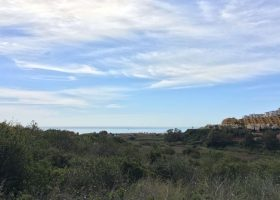don-amaro-haven-puerto-la-duquesa-costa-del-sol-villa-zeezicht-wandelafstand-strand-zuidoost-kopen-modern-strand-1170x760