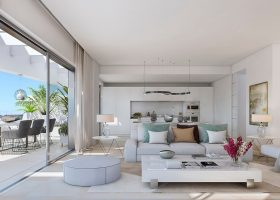 valley-homes-valle-romano-golf-resort-estepona-costa-del-sol-modern-nieuwbouw-appartement-penthouse-kopen-zeezicht-salon-1170x612